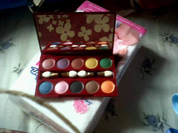 Promo Make Up Kit Special Edition Wardah Free Eye Shadows Fanbo Pallet