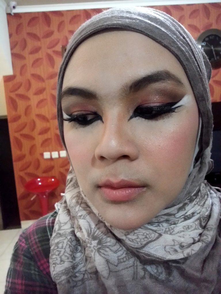The Mad Sisters: Wardah Matte Lipstick No 16